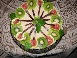Kivitorta aszalt gyümölcslapokkal