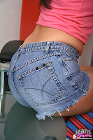 Hot Chicks In Tight Jeans Flashing Their Ass