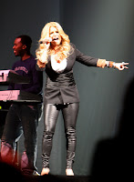 Jessica Simpson Outfit Is Slimming