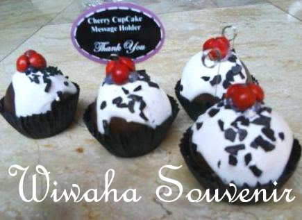 Message Holder Cherry Cup Cake