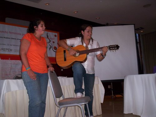 La Fefa y Luana cantando