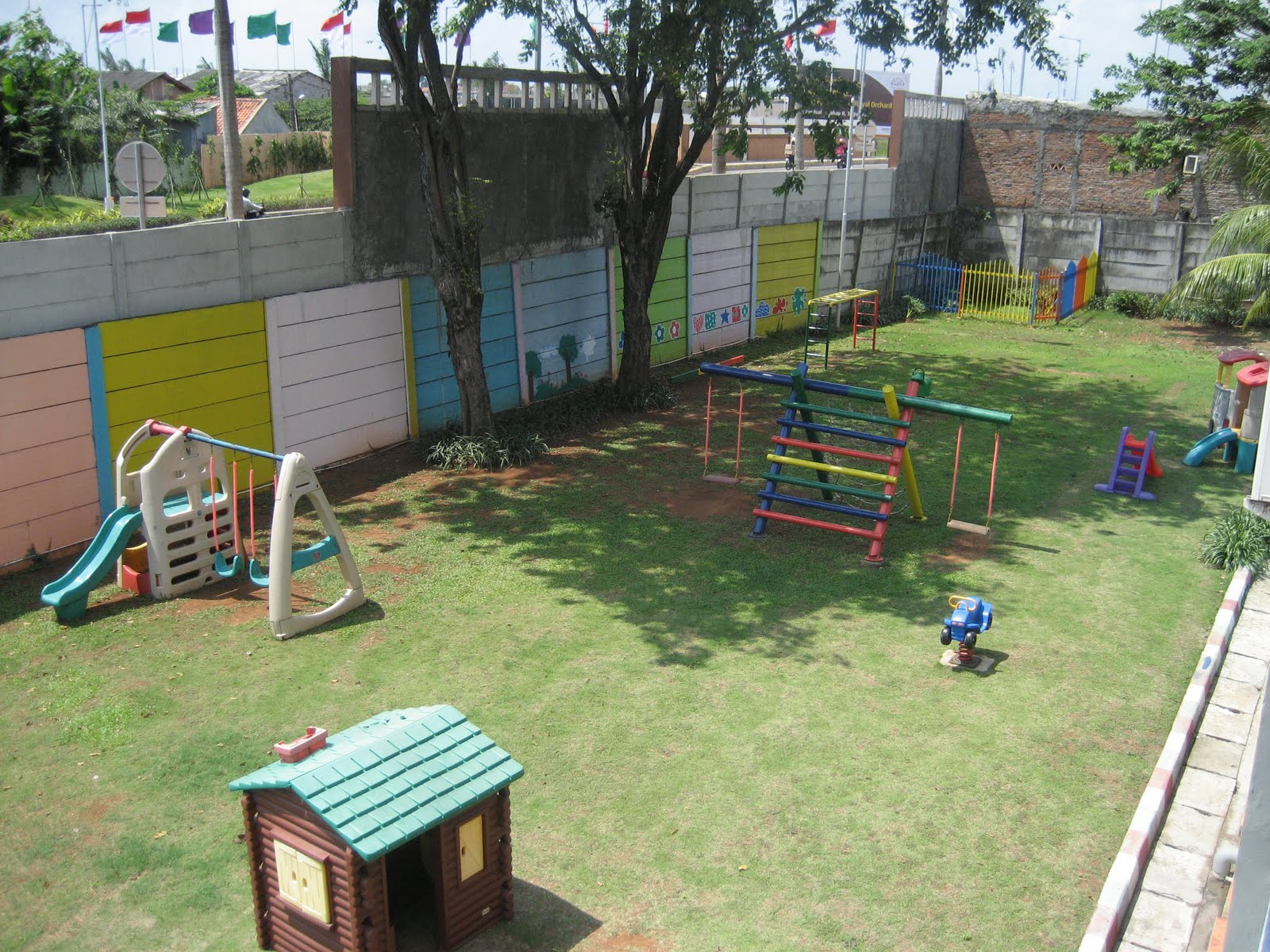 Оформление участка детского сада летом из дерева своими руками фото