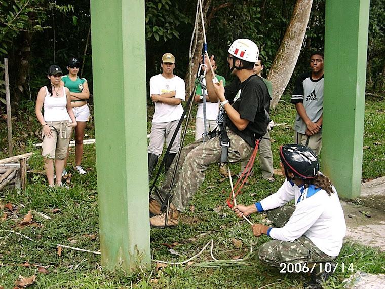 Durante o mini curso foi simulada a escalada usando a caixa dágua da reserva Adolpho Ducke!!!