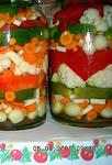 Konzervovaná zelenina v komore...