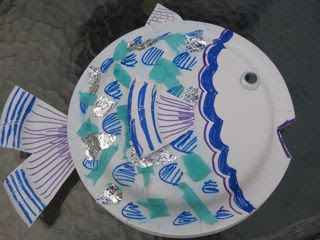 On the fish I used a third paper plate to make a fin for each side a tail and a fin for the top. & Mega\u2022Crafty: MSCE April and Kids Craft Week: Paper Plate Sea Creatures