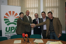 Acuerdo UPA-CAAE en materia de agricultura ecológica.