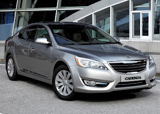 2011 Kia Cadenza (base price $26,195) front view