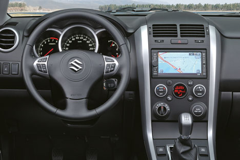 Reviewing the 2010 Suzuki Grand Vitara dashboard view