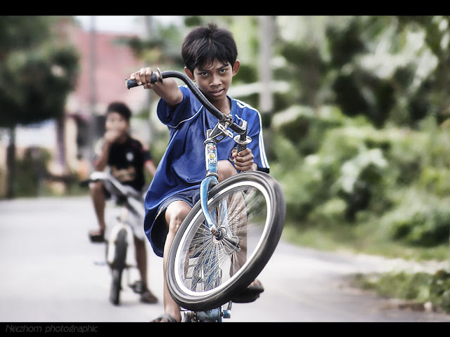 boy wheely on the bycycle