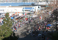 Crowds lining up to see the Holiday Bowl Parade 2007