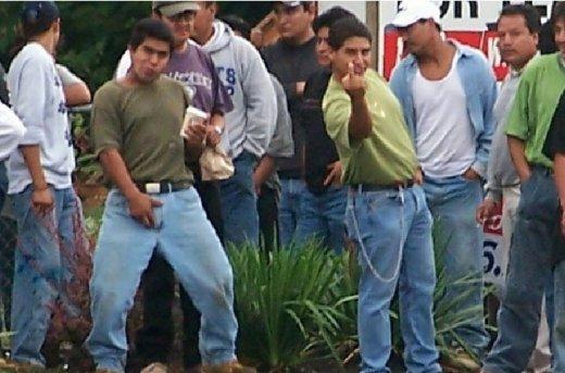http://2.bp.blogspot.com/_3HxFnxcKswo/TDdxxAIQENI/AAAAAAAAAYs/d75LK_Q8_QI/s1600/illegal-aliens-fu.jpg
