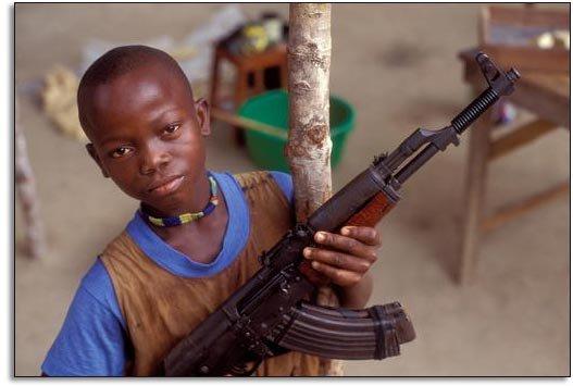 Устроители радиовикторины в Сомали вручили подарки начитанным детям