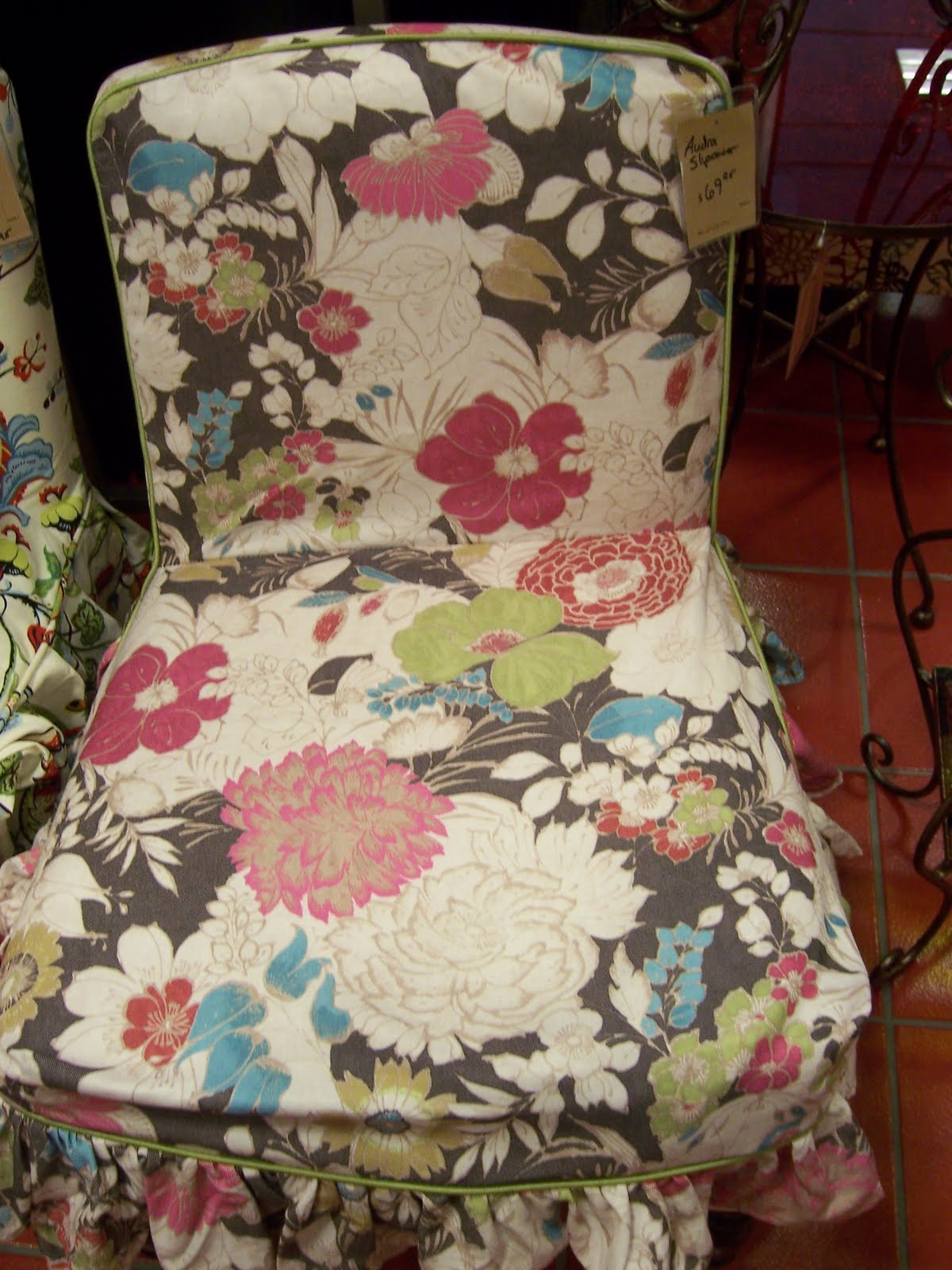 Exceptionnel What A Great Way To Cover Up An Old Chair For $70 Without The Expensive  Cost Of Reupholstering Or Doing It Yourself. I Love The Ruffled Edges, Too.