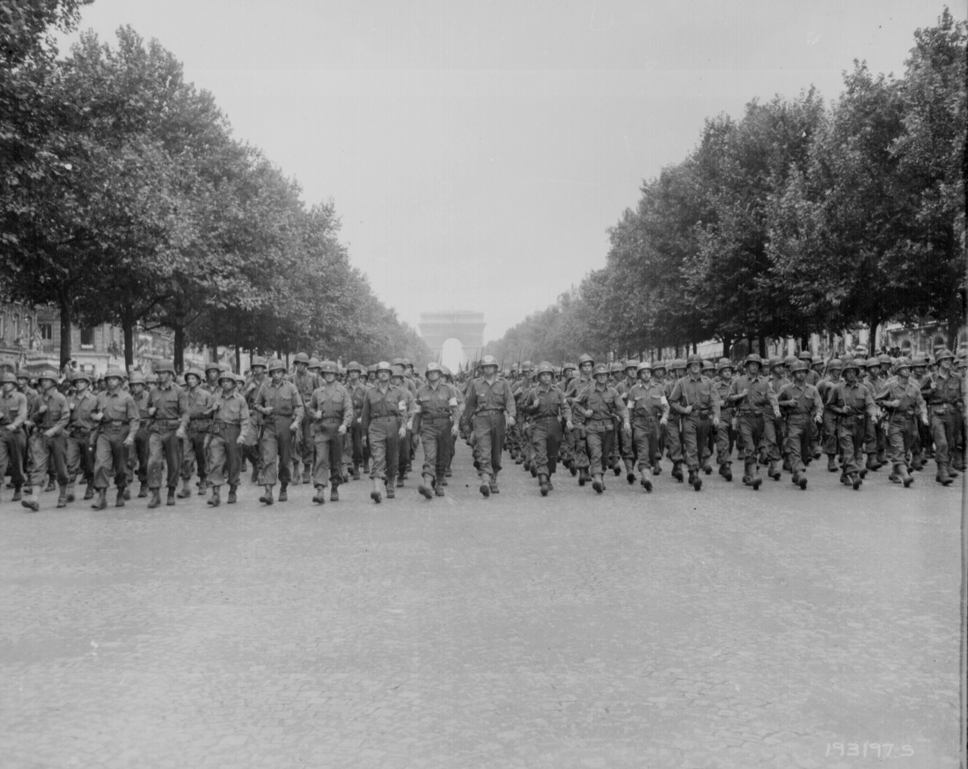 [6.+American+troops+of+the+28th+Infantry+Div.+march+down+the+Champs+Elysees,+Paris,+in+the+]