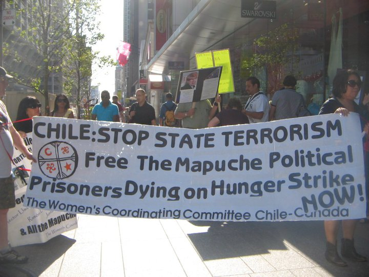 People Protest Treatment of Mapuche Prisoners (Photo courtesy of Freedom to all mapuche political prisoners)