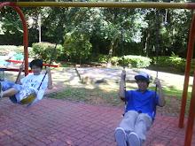 在动物园的游乐场...Boon & Kino