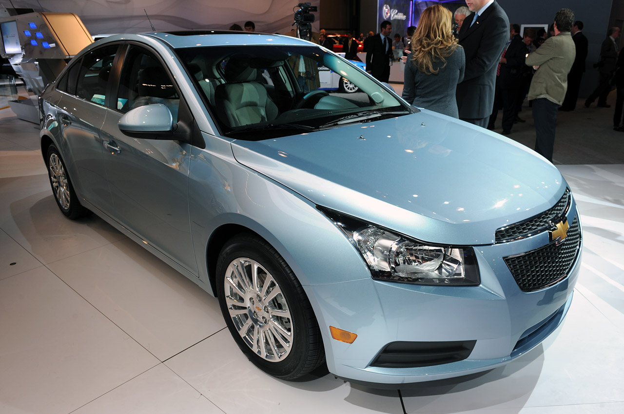 car news car reviews 2011 chevrolet cruze eco live pictures and details new york 2010. Black Bedroom Furniture Sets. Home Design Ideas