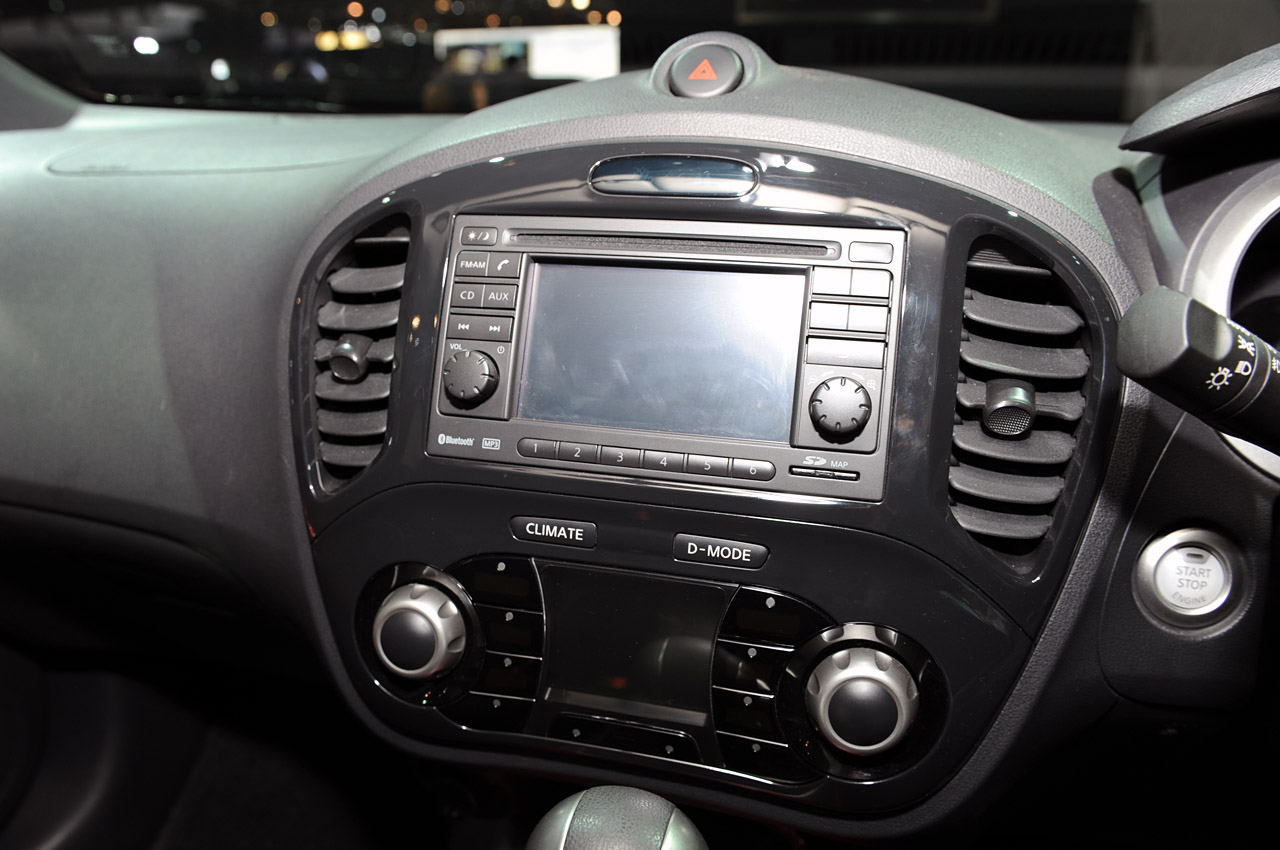 2011 nissan juke perfect interior and live pictures new york 2010 garage car. Black Bedroom Furniture Sets. Home Design Ideas