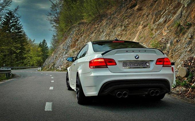 http://2.bp.blogspot.com/_3Nq7CKYaRdQ/TIVIZrMccBI/AAAAAAAAT-g/ktqunlEjkko/s1600/BMW+M3+Onyx+Concept+specializes+exclusively+in+the+premium+and+luxury+cars._3.jpg