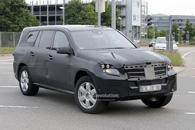 Mercedes-Benz GL 2012 SUV segment still continues to appearing photos