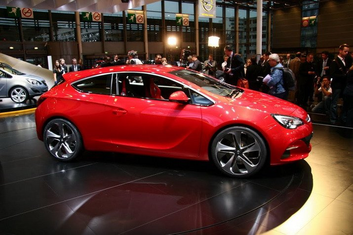 opel astra gtc paris first live pics and first live video paris motor show 2010 garage car. Black Bedroom Furniture Sets. Home Design Ideas