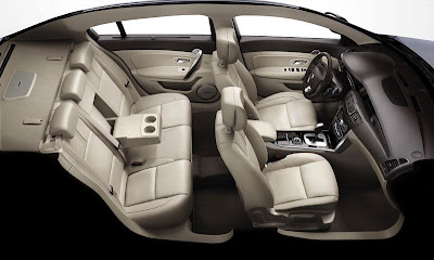 Renault Latitude 2011 Live pictures and details