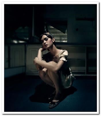 foto telanjang Mariana Renata