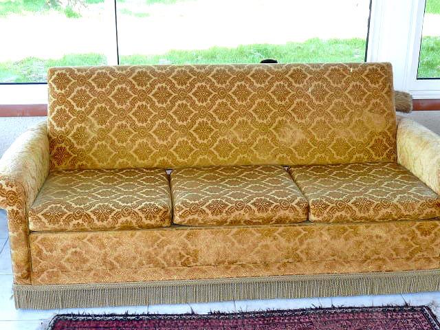 le vide grenier de talie canap fauteuils en velours. Black Bedroom Furniture Sets. Home Design Ideas