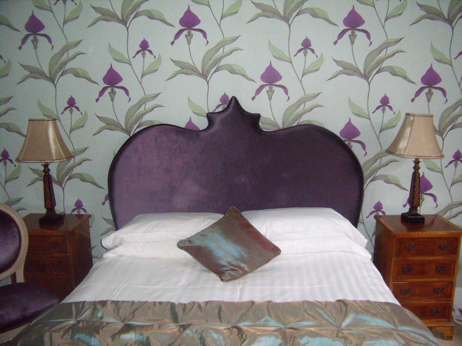 http://2.bp.blogspot.com/_3TPK-xhDmqw/S_2bmnpEYCI/AAAAAAAAAB8/1c88GSgC_s0/s1600/purple+headboard_WEB.jpg