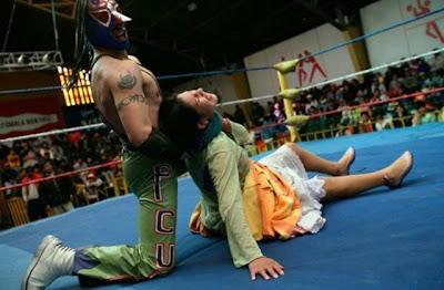 Gulat SmackDown Cowok vs Cewek