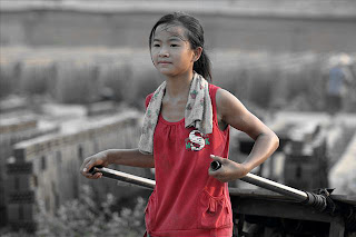china-poor-rural-girl-02-cart