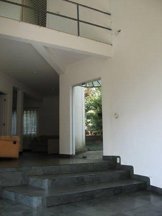 sala pe direito duplo vista para o mezanino