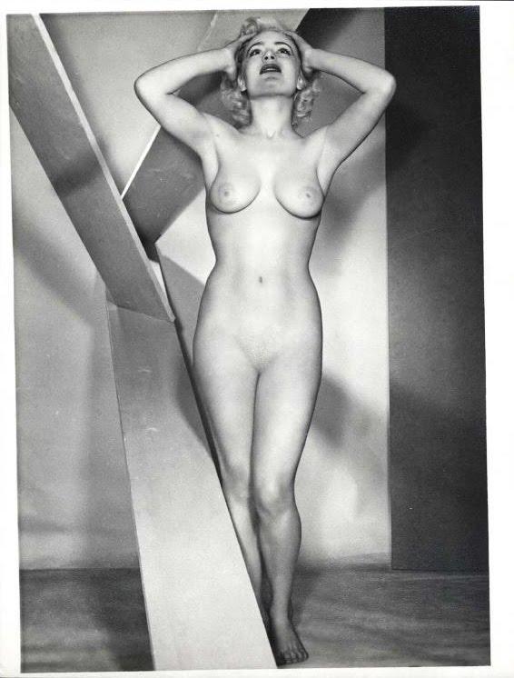 Zoe Belle Nude