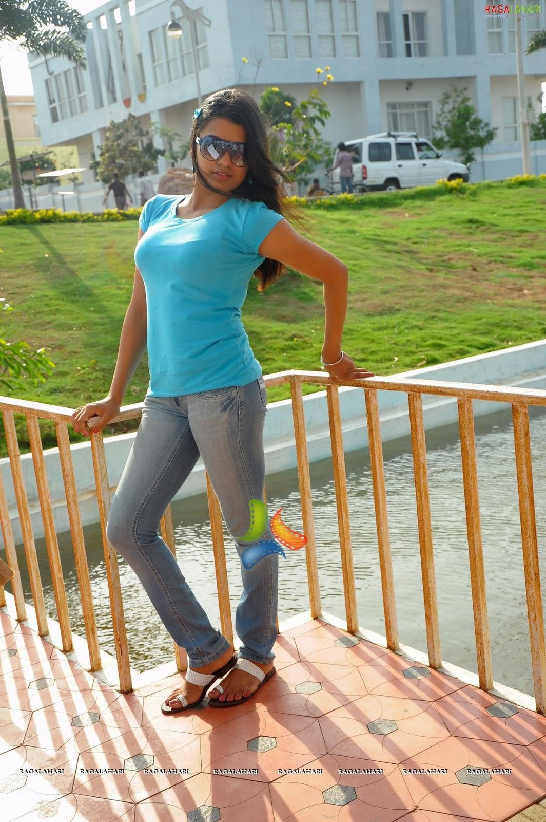 http://2.bp.blogspot.com/_3WvqqQCgVls/TSK-2oBWaaI/AAAAAAAABMU/ewicTWmJyd8/s1600/tashu-kaushik-graduate-high-resolution130.jpg
