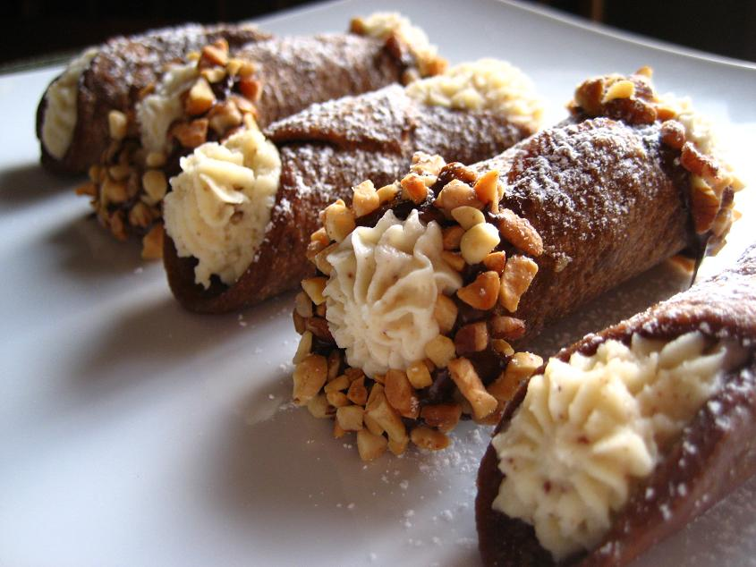 Kitchen Bliss: Daring Bakers: Cannoli