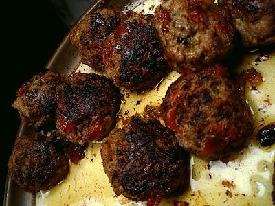 Köttbullar med färska örtkryddor och soltorkade tomater