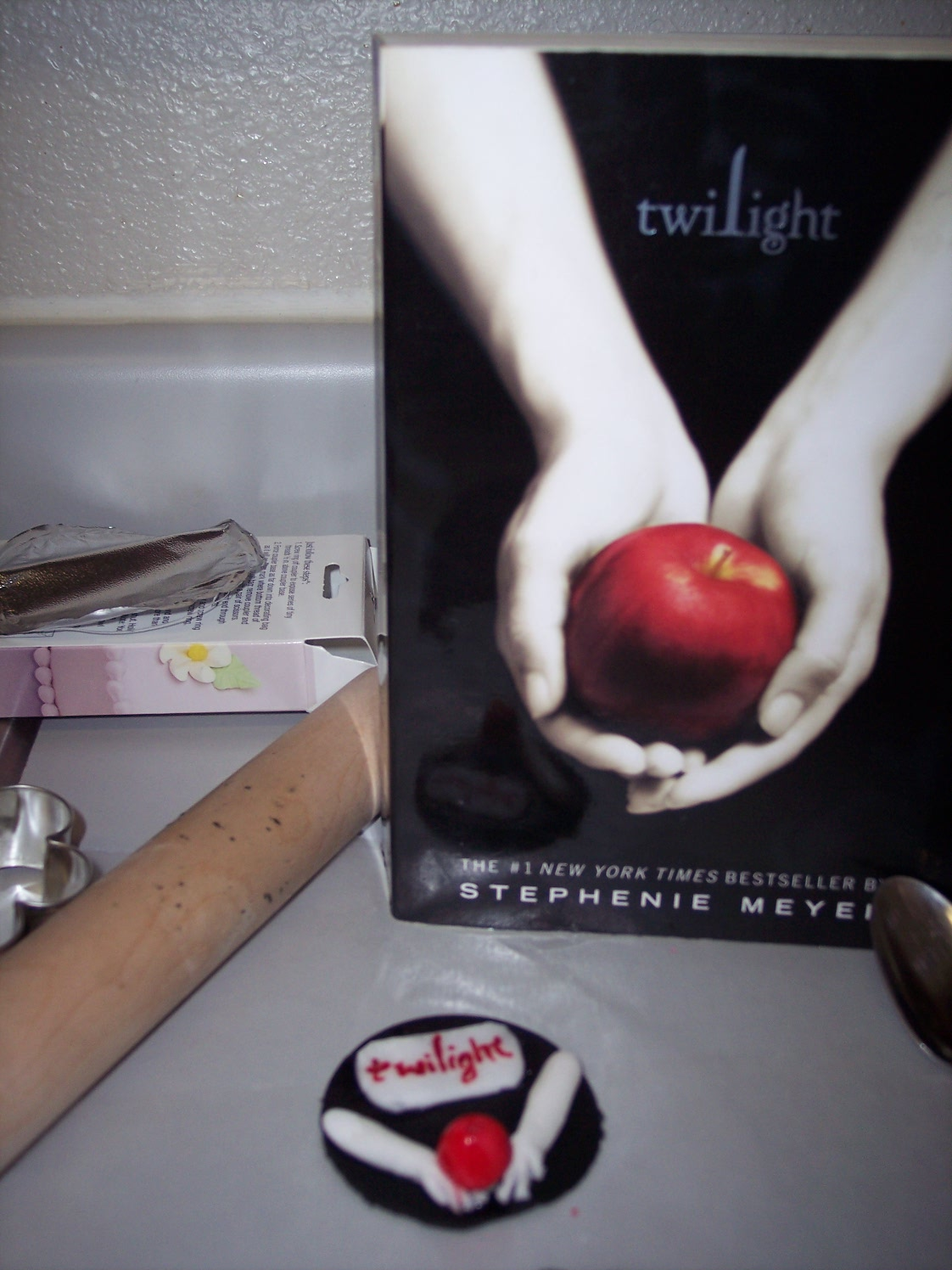 http://2.bp.blogspot.com/_3aWJsu5s1Dw/THrLBCiB4wI/AAAAAAAABKM/V7k72caw_l8/s1600/8-14-10+Twilight+blog+pics,+Emma-La%27s+bdays+093.JPG