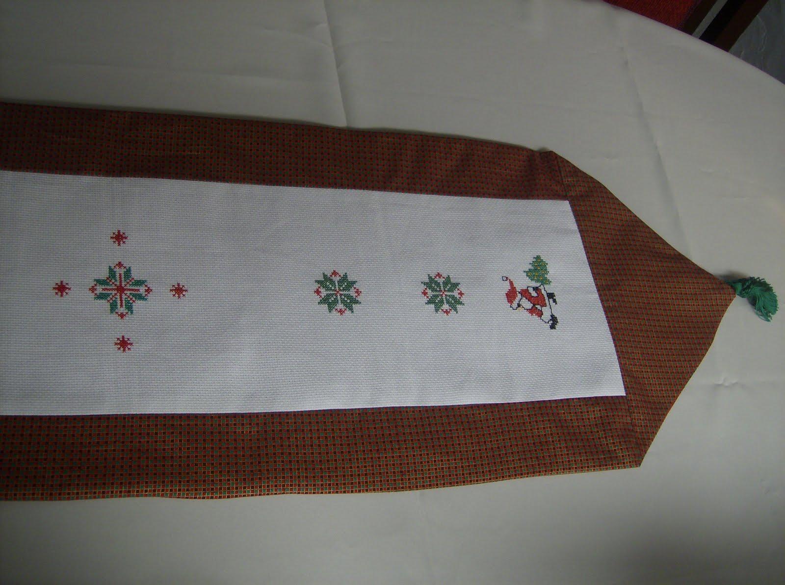 Camino de mesa tejido en crochet 15 rosas youtube camino - Camino de mesa elegante en crochet ...