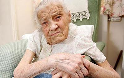 Aos 105 anos, virgem mais velha do mundo diz que sexo envelhece
