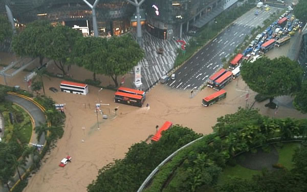 Notoire Lady: Flood in Singapore