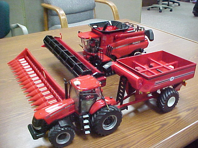 Case IH 9120 http://blogertl.blogspot.com/2009/11/new-132nd-case-ih-9120-tracked-combine.html