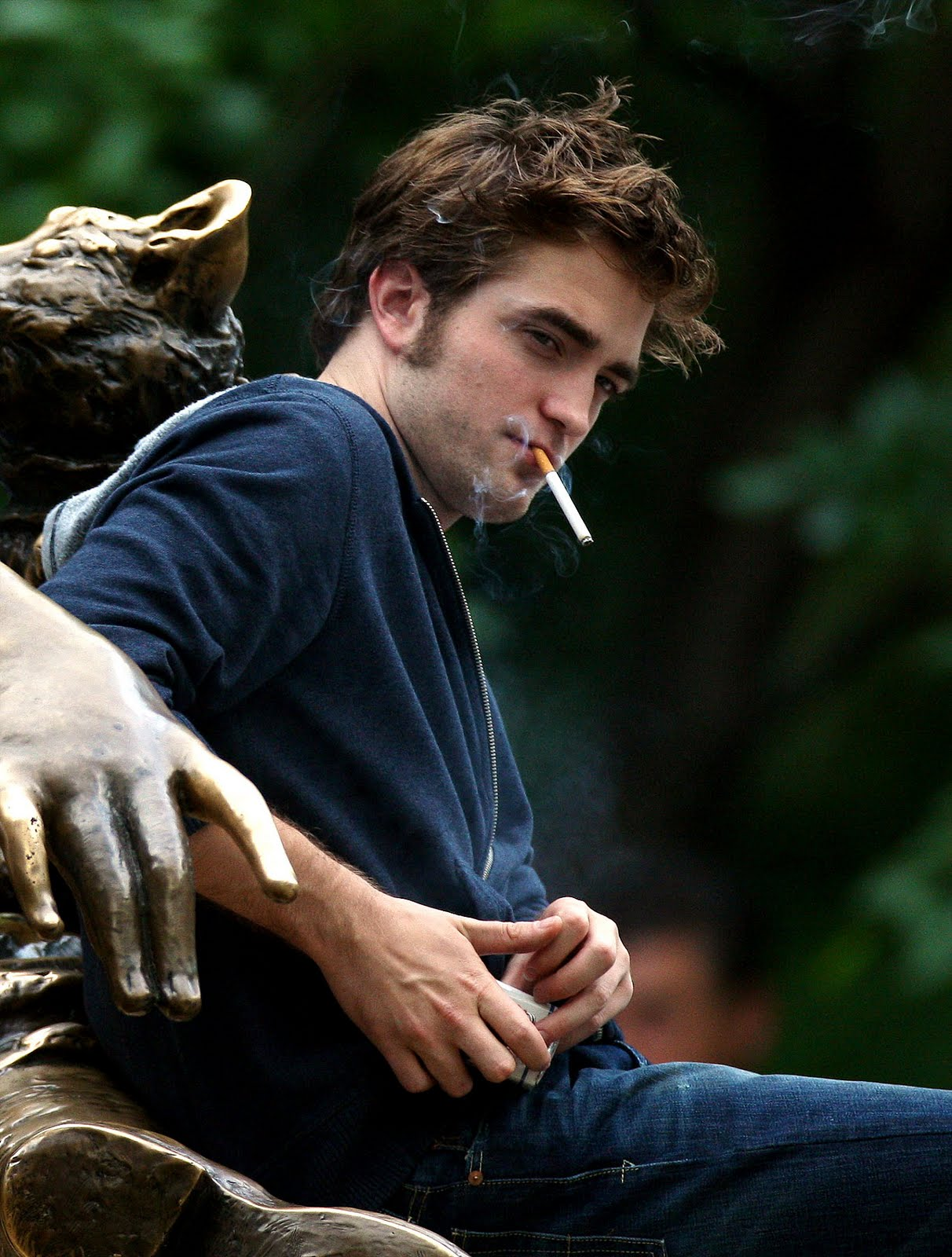 http://2.bp.blogspot.com/_3fYdlyL9PrY/S6ykdO8LgOI/AAAAAAAABkM/yNG3d1lEUQk/s1600/tyler-smoking_5.jpg