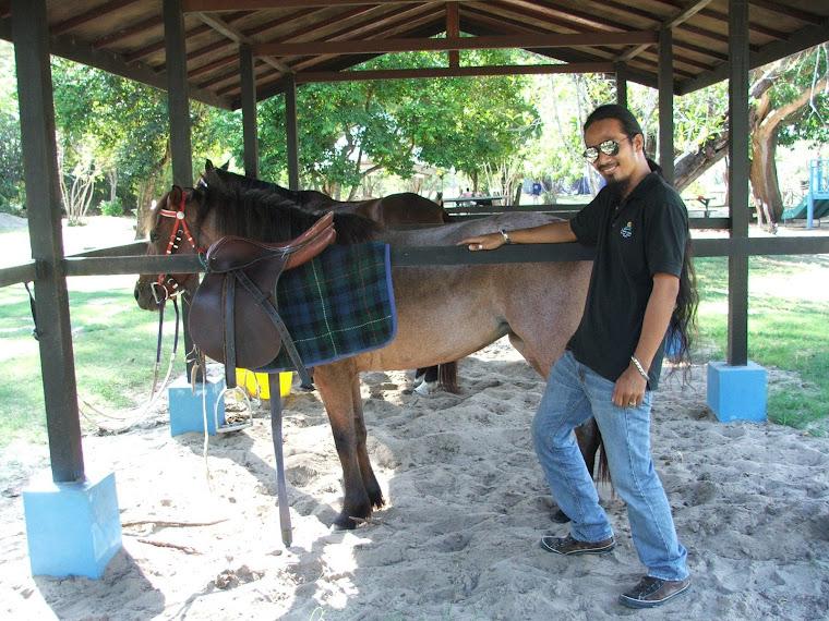 TK99 pun nda mau ketinggalan bergambar ngan kuda Sabah. ahahahaha...
