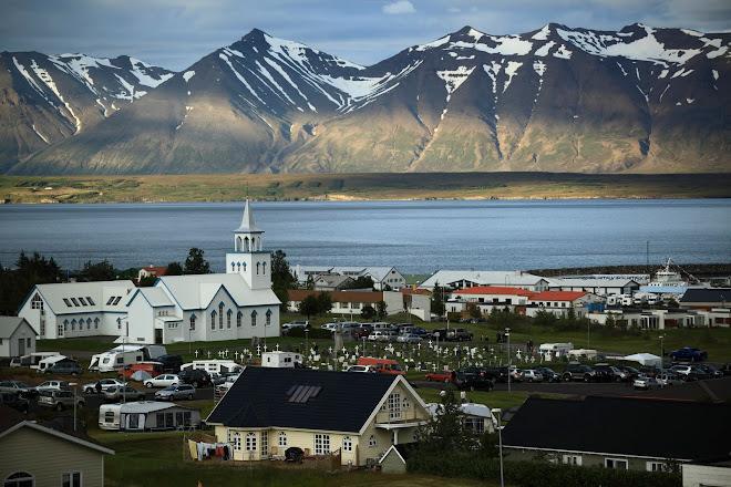Dalvik 1800 persones. El dia del pescador 30000...