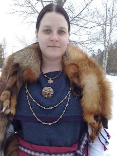 Viking women: Clothing: Underdress (serk)