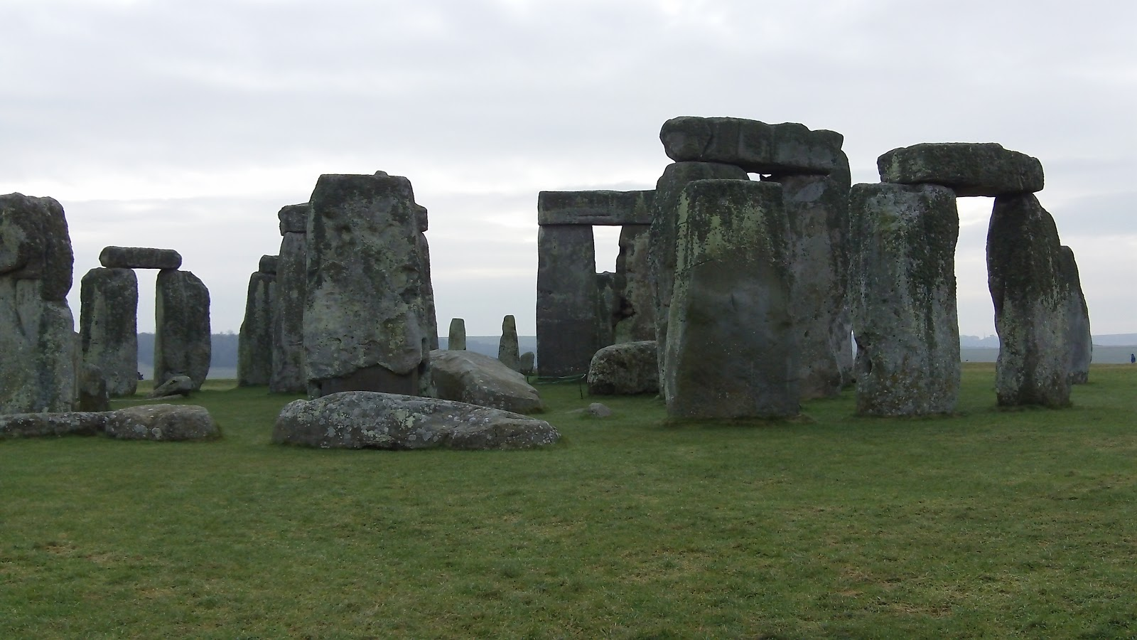 how to go to stonehenge from bath by train