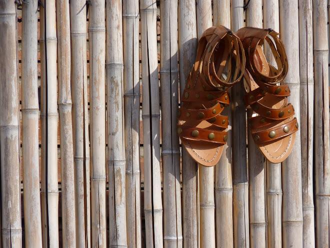 Sandalias de Tiras y Tachas con cierre en el talón, Caramelo