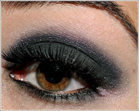 http://2.bp.blogspot.com/_3pFv7qvf-3E/TG0uQGQaKMI/AAAAAAAACj8/JmJhgfZBC7I/s1600/makeup-111109-side2.jpg