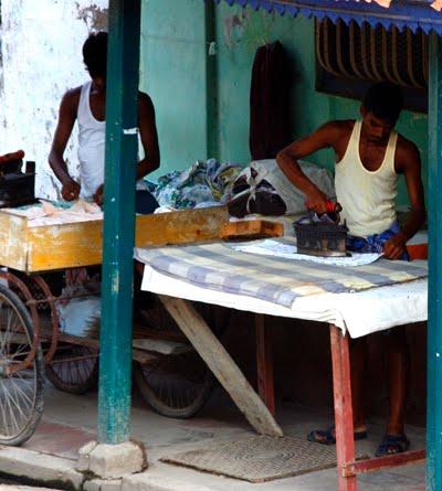 Petites histoires indiennes les m tiers de la rue en inde - Enlever l electricite statique d un vetement ...