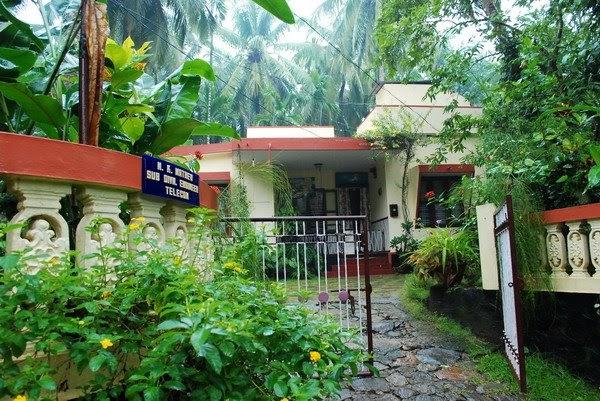 travelling options from mumbai kerala